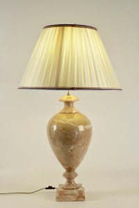 Lampe en marbre, XXème siècle.