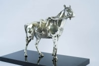 Statue représentant un des trois chevaux offerts par l'Empereur Napoléon III en 1867 au dernier shogun Tokugawa Keiki