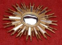 1970' Miroir Soleil Ovale Convexe, Résine Dorée 85 x 67 cm