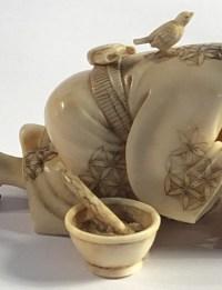 Okimono en ivoire d'un attrapeur d'oiseau