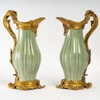 Paire d'alguières modèle Sormani, porcelaine de Céladon, XIXème siècle
