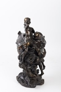 Sculpture bénitier en bronze patiné 1950