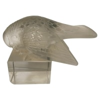Rene Lalique Paperweight: Moineau Sur Socle Ailes Ouvertes