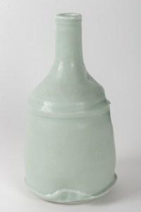 Charles HAIR Vase en porcelaine à couverte céladon à effets nacrés