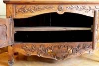 Buffet provençal en noyer de style LouisXV du XVIII ème siècle.
