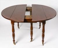 une table ronde extensible en acajou massif