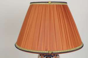 Lampe en porcelaine de Chine Imari du 19ème siècle monté de bronze doré, décor de motifs floraux.