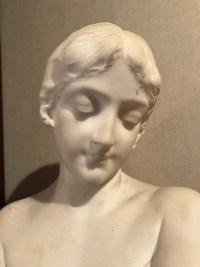 "Buste de jeune femme en marbre blanc, intitulé, ""la modestie"" Italie. Réf: 145."