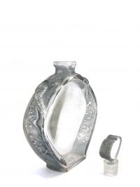 """Flacon """"Niobé"""" pour Violet verre blanc patiné bleu-gris de René LALIQUE"""