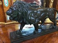 """Bronze à patine brune  """"Lion""""  signé de BARYE.  Réf: 179"""