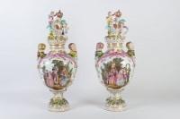 Grande paire de vases de Dresdes  XIXème siècle, Marque de Carl Thiem (Potschappel)