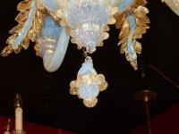 1950' Lustre Murano Bleu Opalescent Avec Inclusions d'Or 5 Bras de Lumière Avec Tulipes en Forme de Timbales