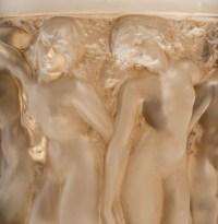 """Vase """"Bacchantes"""" verre blanc patiné sépia de René LALIQUE"""