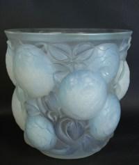 "RENÉ LALIQUE (1860-1945) vase ""Oran"" Opalescent  dit aussi ""gros dalhias"""