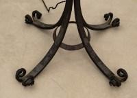 Lampadaire Art Nouveau en fer forgé surmonté d'une vasque en pâte de verre bleutée signée Schneider.