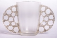 """Vase """"Caudébec"""" verre blanc patiné gris de René LALIQUE"""