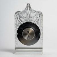 Pendule « Hélène » verre blanc patiné bleu de René LALIQUE - mouvement mécanique