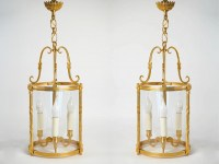 A pair of lanterns.