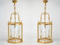 A pair of lanterns.