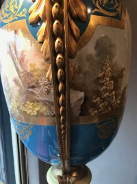 Paire de vases de Sèvres, bleu clair et bronzes dorés. Réf: 199.