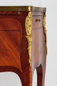 Table de salon Style Louis XV. 19e siècle