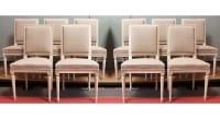 Série de 10 chaises de style Louis XVI en hêtre patiné
