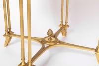 Maison Jansen, Paire de guéridons de style Louis XVI en bronze doré, années 1970