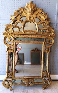 Superbe Miroir d'époque Régence en bois doré, a pare-closes, ca 1730, France
