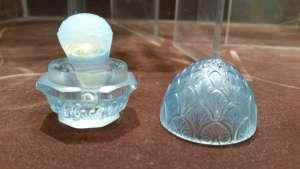RENE LALIQUE Ecrin «Bouton de fleur» en verre blanc moulé-pressé satiné