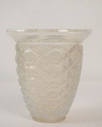 "RENÉ LALIQUE  Vase ""Guirlandes"" Opalescent -"