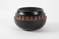 Yoon-Kyung Lee - Vase en grès à glaçure noire et décor gravé. Daté 90