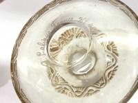 """Flacon """"Lentilles"""" verre blanc patiné sépia de René LALIQUE"""