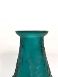 """Vase """"Sauges"""" verre vert canard de René LALIQUE"""