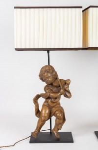 Paire d'amours en bois sculpté du 18e siècle montés en lampe