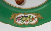 Paire d'assiettes vertes à fruits et fleurs. Paris XIXème, Boyer.