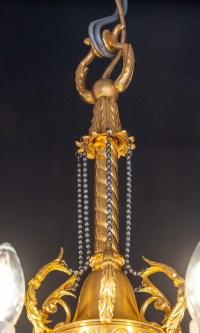 Joli lustre néo-classique, style Louis XVI, en bronze doré