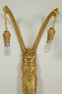 Paire d'appliques des années 1930, d'époque Art Déco, 2 lumières, en bronze doré.