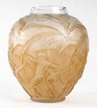 """Vase """"Archers"""" verre blanc patiné sépia de René LALIQUE"""
