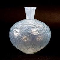 """Vase """"Lièvres"""" verre opalescent double-couche patiné bleu de René LALIQUE"""