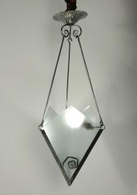 Très jolie petit lustre Art Déco, circa 1930, en acier et verre, 1 lumière.
