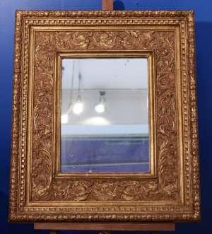 Miroir Italien en bois sculpté et doré, composé d'éléments Renaissance, modifié au XIXe siècle, 64 x 57 cm