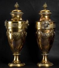 Une paire de vases, style Louis XVI, XIXème.