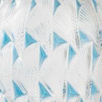 """Vase """"Grignon"""" verre blanc patiné bleu de René LALIQUE"""