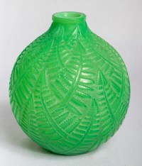 """Vase """"Espalion"""" verre vert jade double couche de René LALIQUE"""