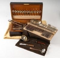 Ménagère modèle Talisman en métal argenté et laque de Chine signé Christofle 75 pièces avec sa boite d'origine