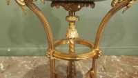 Paire de brûle-parfum de style Louis XVI, modèle de Gouthière.