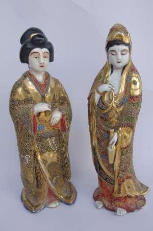 Paire de geishas en faïence de Satsuma, circa 1900