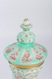 Important Gobelet en opaline émaillée 19e siècle