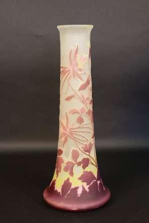 Vase de GALLÉ à décor de cyclamens