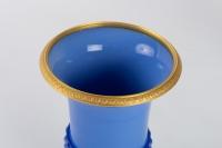 Paire de Vases Médicis en opaline 19e siècle